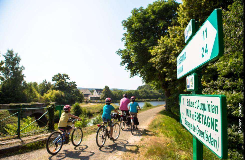 En vélo électrique, le long du canal de Nantes à Brest